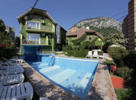 Villa Hera, hotel with pools in Băile Herculane