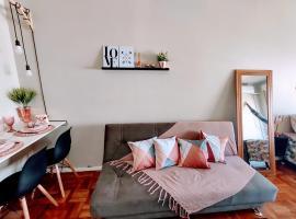 Loft Contemporâneo Centro de São Leopoldo com Wi-Fi, room in São Leopoldo