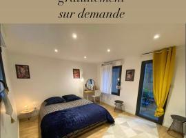 Joli appartement avec cour privée proche gare & centre ville, hotel near NEOMA Business School, Rouen