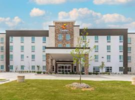 Comfort Inn & Suites, hotel near Six Flags Over Texas, Euless