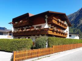 Gästehaus Helga, Bed & Breakfast in Längenfeld