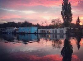 Amster Houseboat Bed without Breakfast, pet-friendly hotel in Amsterdam