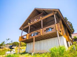 Awaji Seaside Log house in Goshiki, hotel in Sumoto