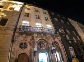 ARTrooms -round windows Rynok Sq: Lviv'de bir Oda ve Kahvaltı