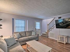 Quiet Home, 3 Blocks to Myrtle Beach and Dining, villa in Myrtle Beach