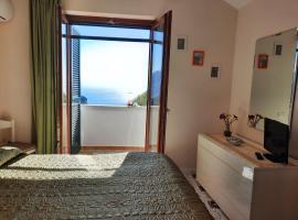 L'Arabesco Apartment, budget hotel in Amalfi