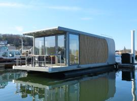 Floating vacationhome Sylt, holiday home in Maastricht