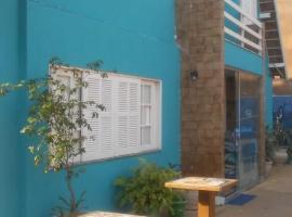 Chalé PousadaMarlen Azul Piscina Praia, hotel perto de Praia do Forte, Cabo Frio