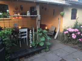 Retro bolig - fyldt med hygge! Ingen luksus, hotel i Kolind
