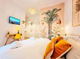 Napoli Tree - Lungomare, hotel near Castel dell'Ovo, Naples