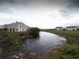 Fishermans Cottage Stunning Two Bedroom with Views close to town, holiday home in Bundoran
