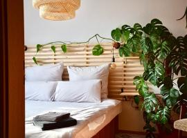 GreenBnBs: Cozy Urban Jungle in the City Centre, apartment in Essen