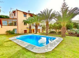 Villa Karteros Crete, hotel with pools in Heraklio Town