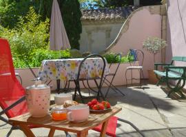Mas Sivan, séjour arlésien jusqu'à 6p, clim, parking, apartment in Arles
