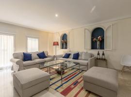 Apartamento entero de 170m2 a 100 metros de la Catedral、セビリアのアパートメント