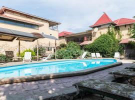 Отель Форт Апатур, отель в Тамани