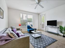 Viagem Summery 2BR with Balcony, Pool & Gym, apartment in Tampa