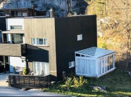 StayPlus Moderne feriehus nær sjøen og Dyreparken, villa i Kristiansand
