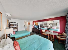 Island Colony Getaway - Rooftop Pool, Sauna & Gym Hotel Room, hotel in Honolulu