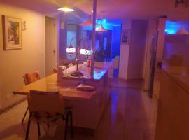 Apartamento Relax Cabral, hotel with pools in Curitiba