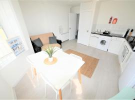 Daimler House Holiday Apartment, pet-friendly hotel in Bournemouth