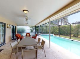 Perfect Location 5 Min Walk to Beach Access, holiday home in Marco Island