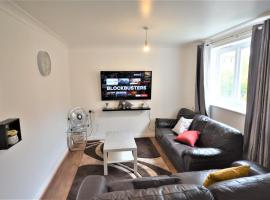 London Zone 2 Lovely 3 bedroom Apartment, hotel in London