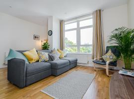 Spacious contractor apartment for large groups with parking - Pure Abodes serviced accommodation, hotel near Ashford Eurostar International, Ashford