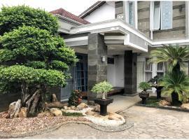 3 Angela Guest House, pet-friendly hotel in Bandar Lampung
