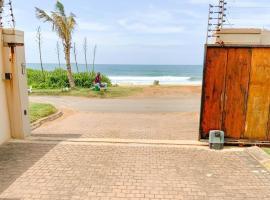 Dolphin Beach Villa 18A & 18B, apartment in Durban
