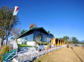 FabEscape Celebs Resort - Fully Vaccinated Staff, отель в Шимле