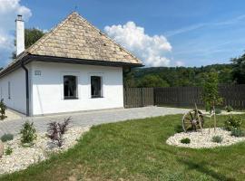 Biely domček so záhradou v malej obci Devičie, dovolenkový dom v destinácii Devičie