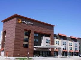 La Quinta Inn & Suites by Wyndham Littleton, hotel in Littleton