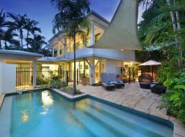 Reef Villa Port Douglas, vacation home in Port Douglas