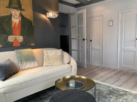 Wetterhûske - Huisje aan de gracht, hotel near Franeker Station, Franeker