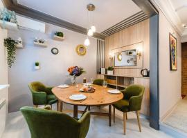 Three-Room Apartment by the Hermitage, pet-friendly hotel in Saint Petersburg