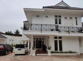 OYO 90449 Griya Cendrawasih Syariah, hotel in Tangerang