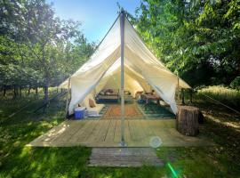 Dorothy Goes Glamping, luxury tent in South Barrow