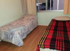 Quarto individual amplo, hospedagem domiciliar em Porto Alegre