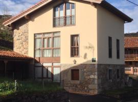 Casa Rural La LLosina, hotel near The Lakes of Covadonga, Demués
