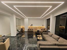 Platon Hotel, отель в Пирее