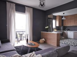 Luxurious Two Bedroom Penthouse with Balcony in Neo Psychiko, hotel in Athens