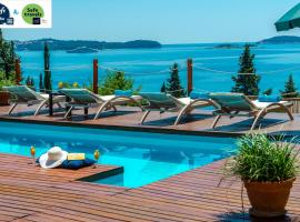 Villa Hortensia-Privacy and fascinating sea views, budget hotel in Mlini