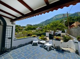 BnB Le Isole, hotel in zona Santa Maria al Monte Church, Ischia