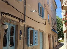 Apartments Blue Lavender, hotel in Cres