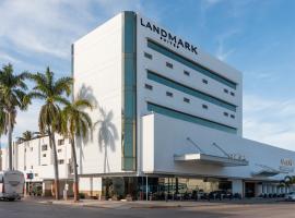 Landmark Suites, отель в городе Лос-Мочис
