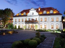 Pałac Czarny Las (50 km od Katowic) – hotel w pobliżu miejsca Sanktuarium Matki Bożej Częstochowskiej w mieście Wożniki