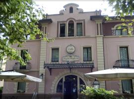 Villa Regina Margherita, hotel Rovigóban