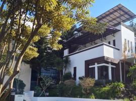 Villa Alessa Puncak, villa in Puncak