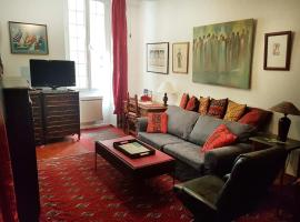 Old Town Nice Spacious Classic 2br 5 min to Beach, City Center, Cafes, apartment in Nice